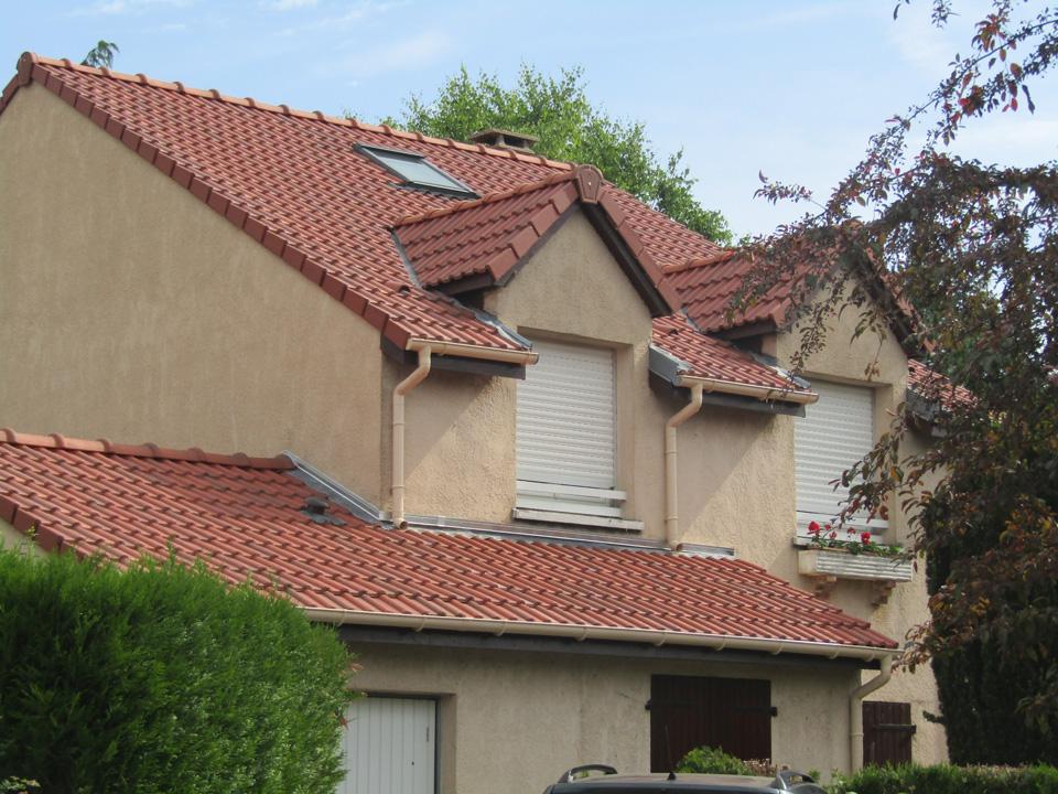 Isolation toiture et pose de gouttières en PVC à Voisins le Bretonneux
