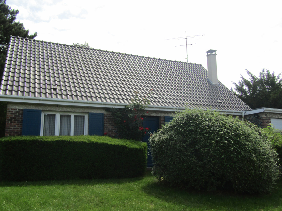 Réfection toiture et peinture souche cheminée d'une maison au Mesnil Saint Denis